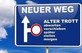 Neuer Weg oder alter Trott? Ein Autobahnschild als Symbol für diese Richtungen.